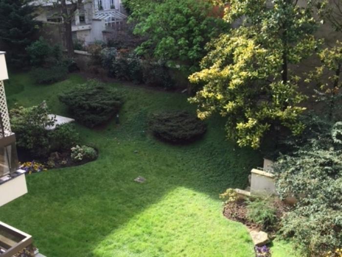 Appartement t2 louer paris 16 me arrondissement for Jardin 16eme
