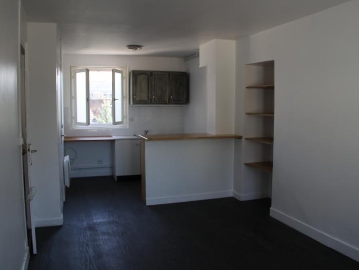 appartement t02 louer chartres 28000 quartier coeur de ville chartres. Black Bedroom Furniture Sets. Home Design Ideas