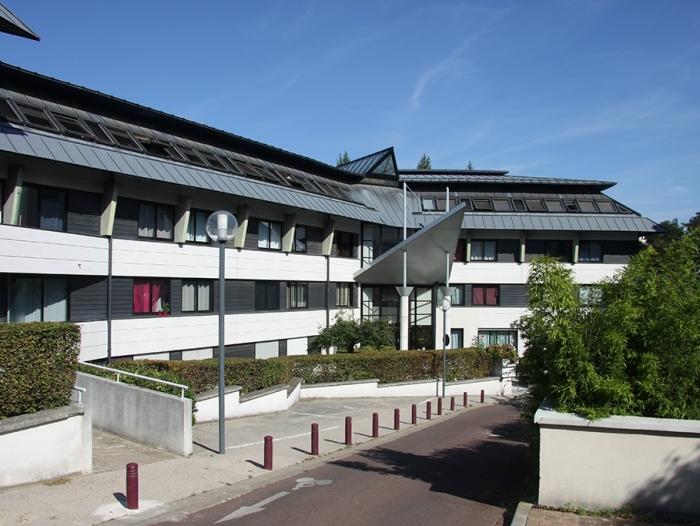 Location Studio 1 pièces Sceaux (92330) - Résidence étudiante-Centre-ville-RER-Salle sport-Laverie