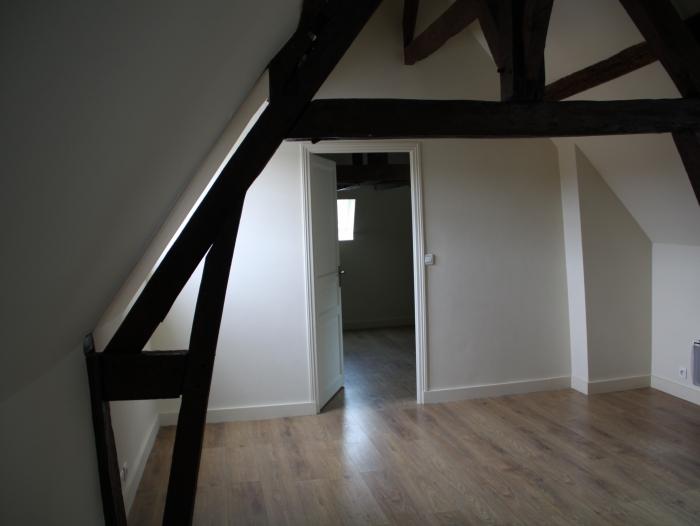 appartement t2 louer chartres 28000 quartier centre ville. Black Bedroom Furniture Sets. Home Design Ideas