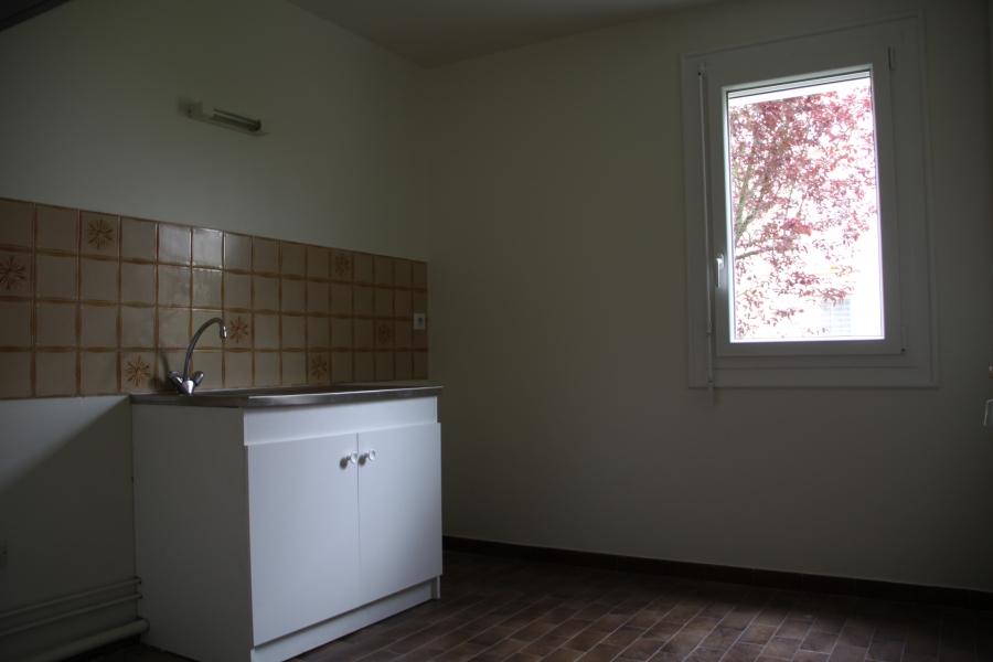 appartement t4 louer chartres 28000 quartier grand faubourg. Black Bedroom Furniture Sets. Home Design Ideas