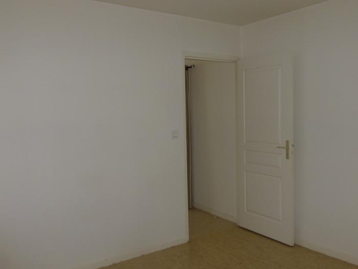 appartement t2 louer ch lons en champagne 51000 quartier place de la r publique. Black Bedroom Furniture Sets. Home Design Ideas