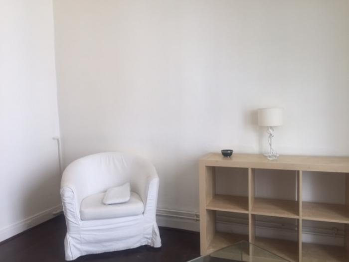 Location Appartement  pièces  () - 75007