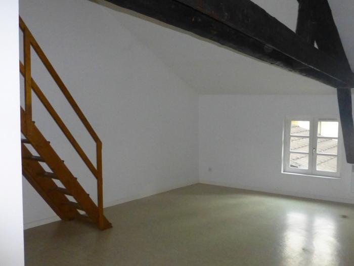 Location Appartement 2 pièces Châlons-en-Champagne (51000) - Place de la République
