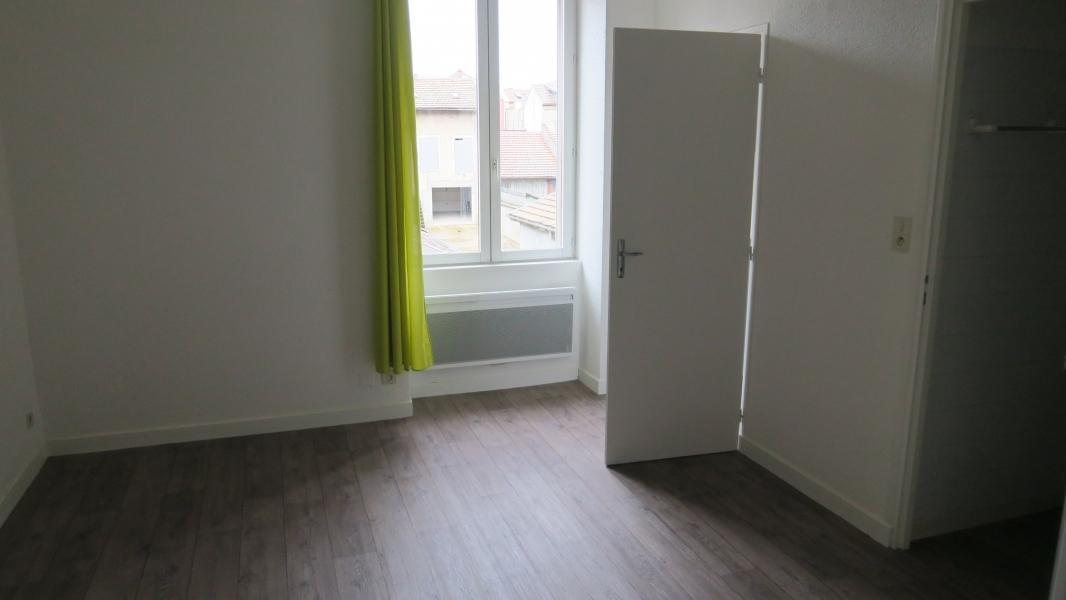 Appartement t2 louer oyonnax 01100 quartier for Piscine oyonnax
