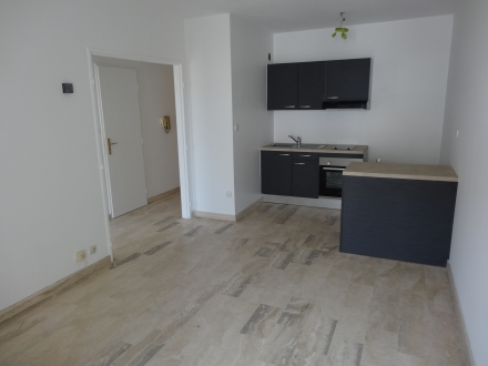 Location Appartement 2 pièces Nîmes (30000) - proche arènes