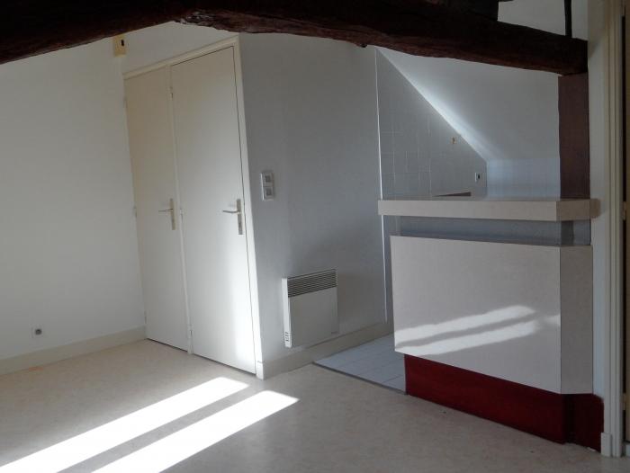 Location Studio 1 pièces  () - CENTRE BOURG
