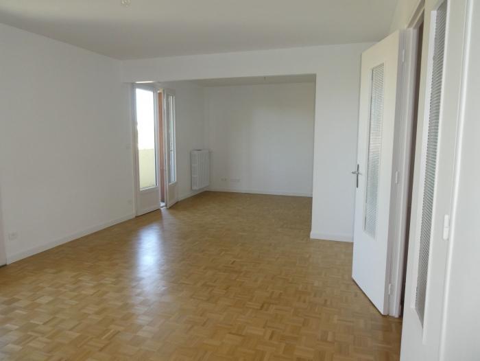 Location Appartement 5 pièces Châlons-en-Champagne (51000) - 1/3 allée de forêt