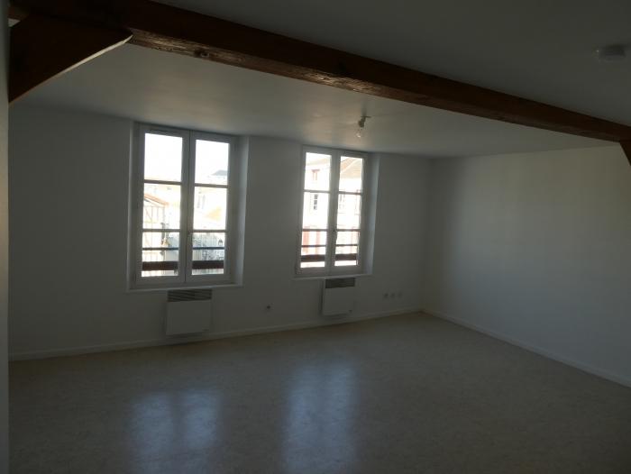 Location Appartement 2 pièces Châlons-en-Champagne (51000) - 3/5 place de la République