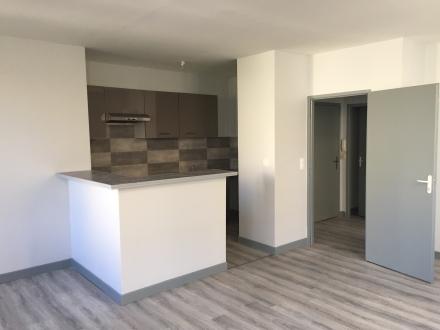 Location Appartement 3 pièces La Réole (33190) - CENTRE VILLE COMMERCANT