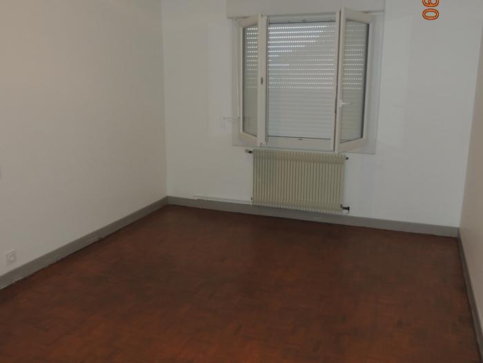 Location Maison 5 pièces  (32110)