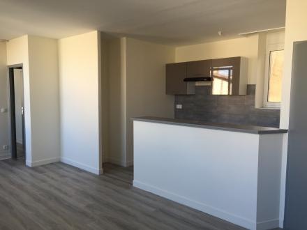 Location Appartement 3 pièces La Réole (33190) - QUARTIER COMMERCANT