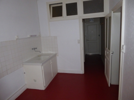 Location Appartement 2 pièces  () - rue Bourgoise