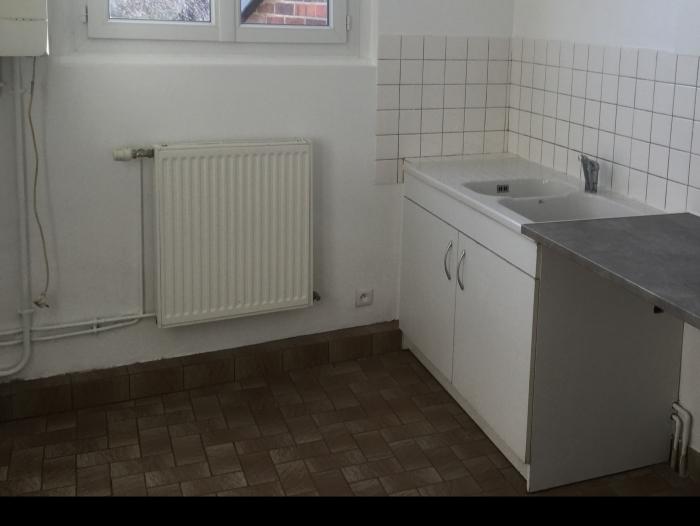 Location Appartement rénové 5 pièces  () - CENTRE VILLE TILLIERES SUR AVRE