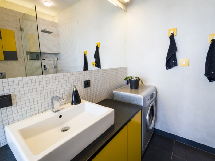 Location Appartement avec terrasse  pièces  ()
