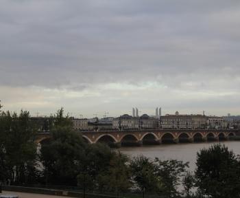 Location Studio 1 pièces Bordeaux (33000) - Quai Pont de Pierre-St Michel