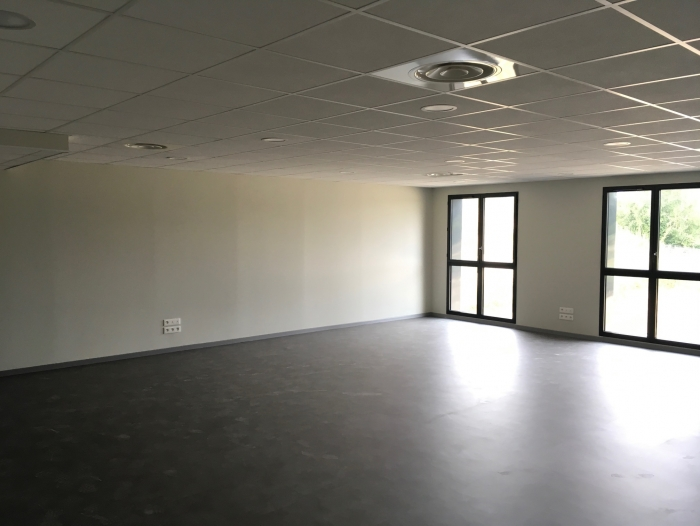 Location Bureau 0 pièces La Chapelle-en-Serval (60520) - Centre d'affaire accessible PMR