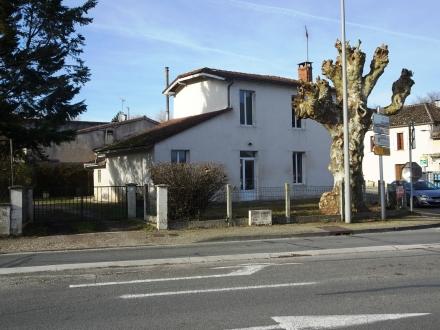 Location Maison 8 pièces Roaillan (33210) - Centre Bourg