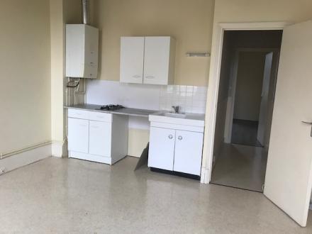 Location Appartement 2 pièces Cosne-Cours-sur-Loire (58200) - Centre-ville