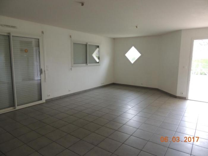 Location Maison 4 pièces Ayzieu (32800)