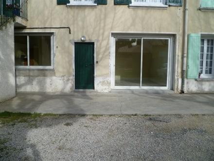Location Appartement avec balcon 3 pièces Le Thor (84250) - rez-de-chaussée