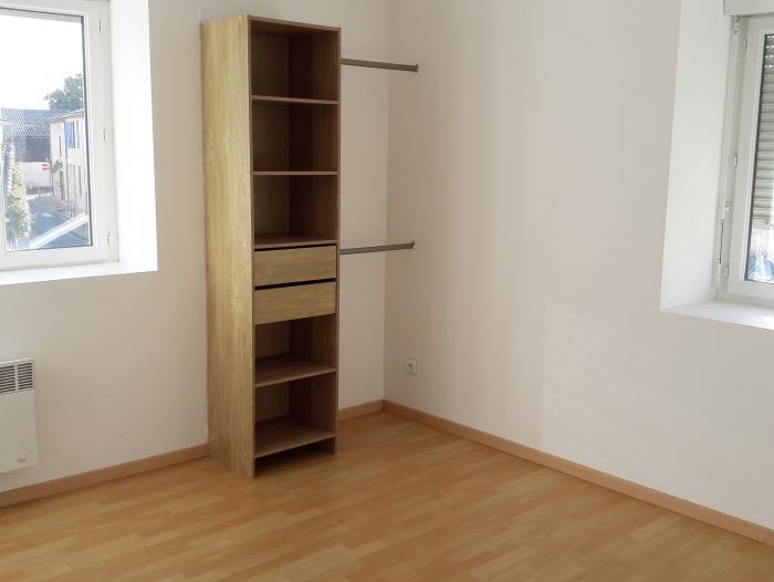 Location Appartement  pièce Saint-Macaire (33490)