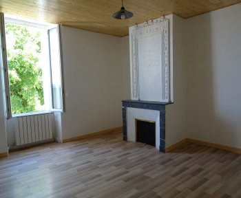 Location Maison 3 pièces Gironde-sur-Dropt (33190)