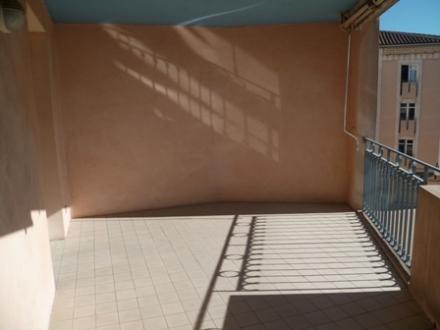 Location Studio 1 pièce L'Isle-sur-la-Sorgue (84800) - avec terrasse