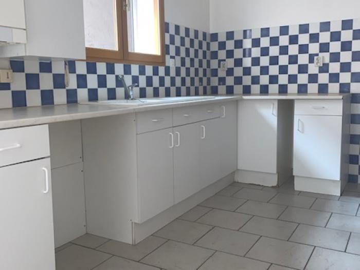 Location Appartement rénové 1 pièce Cosne-Cours-sur-Loire (58200) - centre-ville