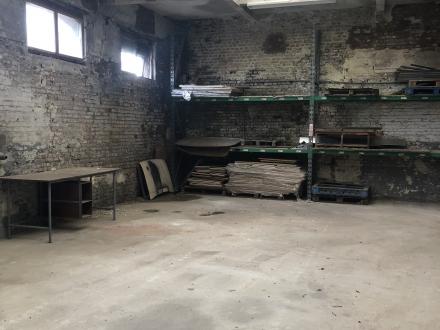 Hangar de stockage / garage (avec accès possible à un quai de déchargement)